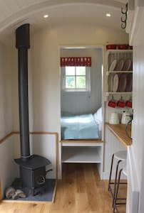 Bespoke, handcrafted Shepherds Hut in rural fields - Bethersden - Skur