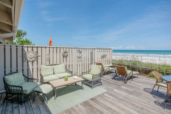 Wonderfully spacious, direct oceanfront 3 bed/3 bath town home with loft. SeaDA2