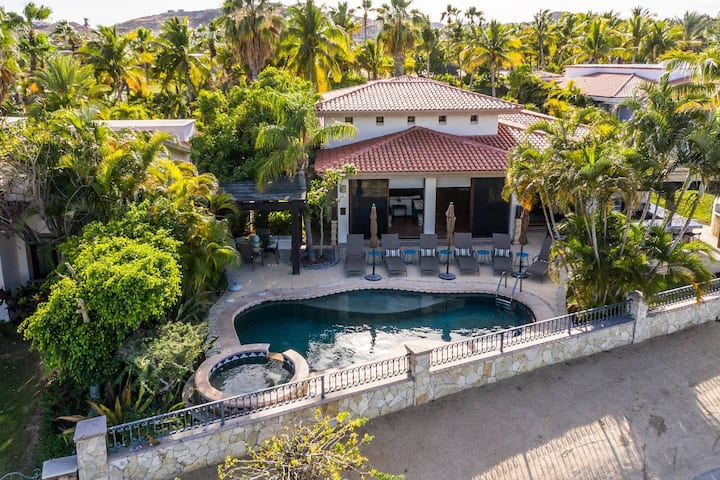 Heated Pool + Beach & Golf Villa +The lap of luxury + Walking to Palmilla Beach!