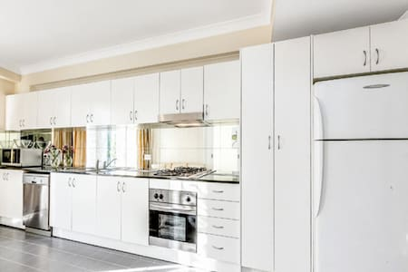VIBRANT apartment in the heart of the city - Chippendale - Lakás