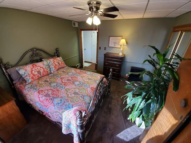 Green bedroom w/queen size bed