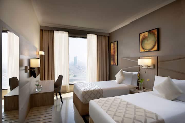 1 Bedroom Spacious & Stylish Suite Near Metro