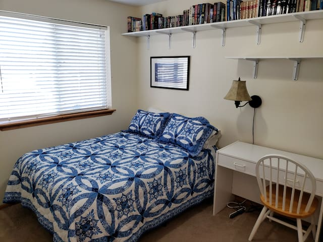 Northern Escape in Lynnwood, Room 2