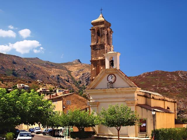 Les églises de Spéloncato et sa place centrale