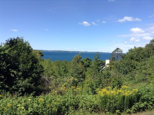 Mackinac Island Near The Woods and Stonecliffe!! - Mackinac Island - Apto. en complejo residencial