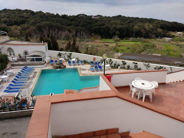 Ischia in residence con piscina e vista (IT-EN-DE)