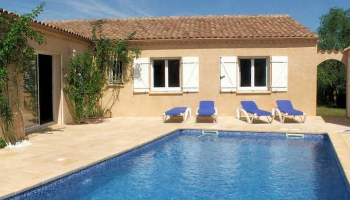 Bright & comfortable villa with large private pool