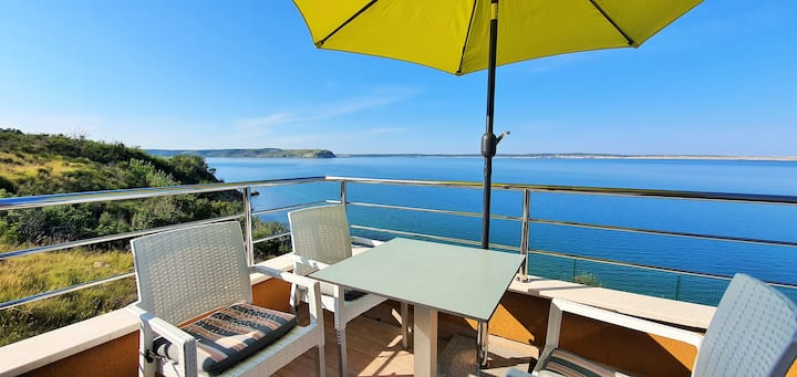 Apartment & terrace: sea and beach! (4+2 persons)