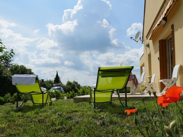 Le Sud-Sarlat: 2 people ground floor apartment, garden Peaceful, terrace ansd parking-