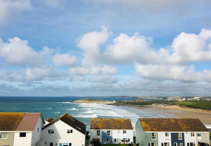 STYLISH 2-BED, FISTRAL BEACH VIEWS FROM EVERY ROOM
