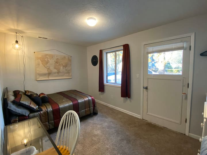 Cozy, convenient room in Salem