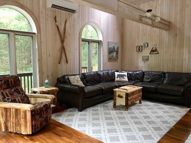 Pentwater Pines- Large cabin in the woods