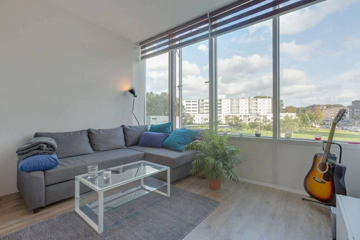 Stylish Compact Apartment With Relaxing View