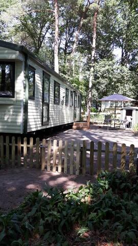 Camping de Vossenburcht IJhorst met  3 slaapkamers