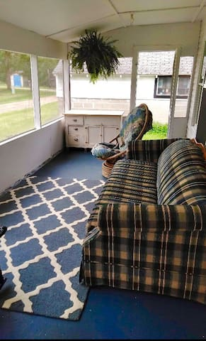 Front 3 season screened in porch with pull out sofa bed.