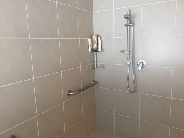 Large guest shower