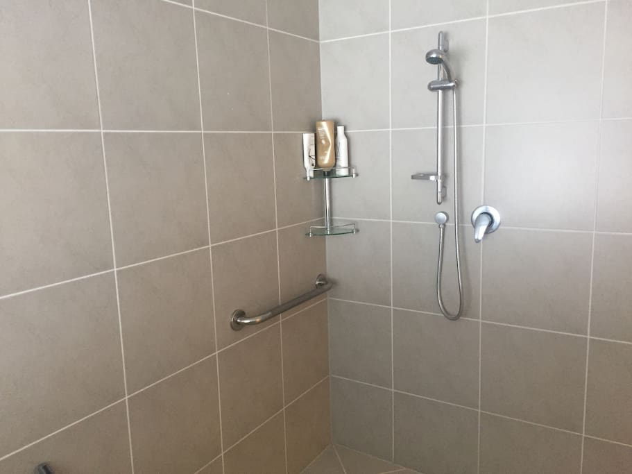 Large guest shower