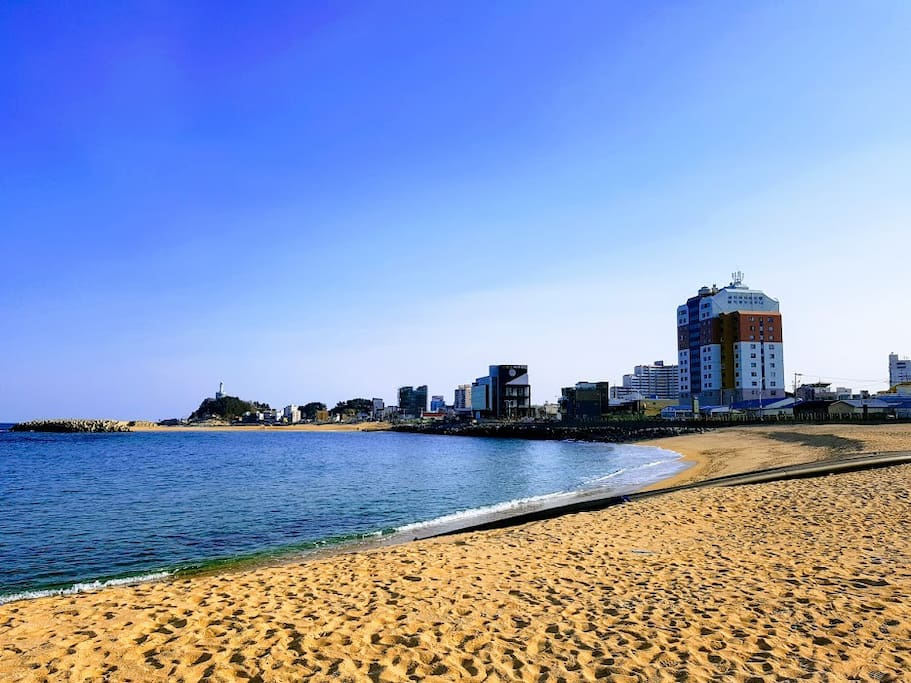 LightHouse Beach On The Road 등대 해변 길 에 있는