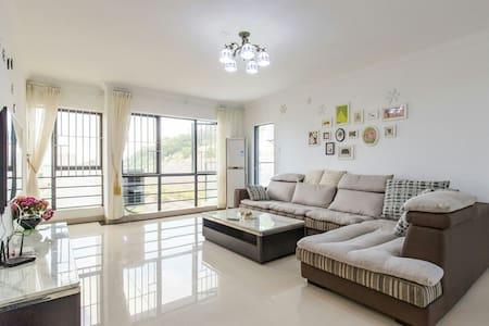 大鹏新区南澳水头沙适合家庭出游的海滨山景公寓(8楼)