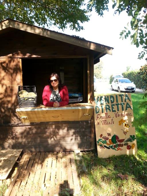 Dipsone di un chiosco di vendita di frutta e verdura