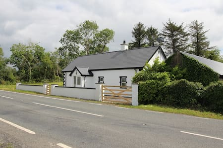 Roscor Cottage, Camping and Loughside Lounge