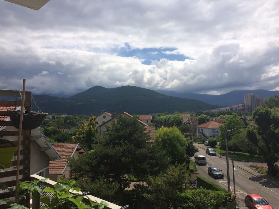 Vue du balcon sur le massif de Belledonne