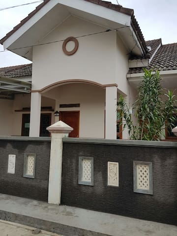 Rent per year for a family - bandar lampung - House