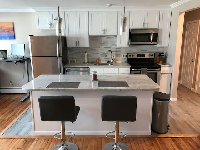 Awesome 1BR Bachelor Pad near Vineyards & Choate!