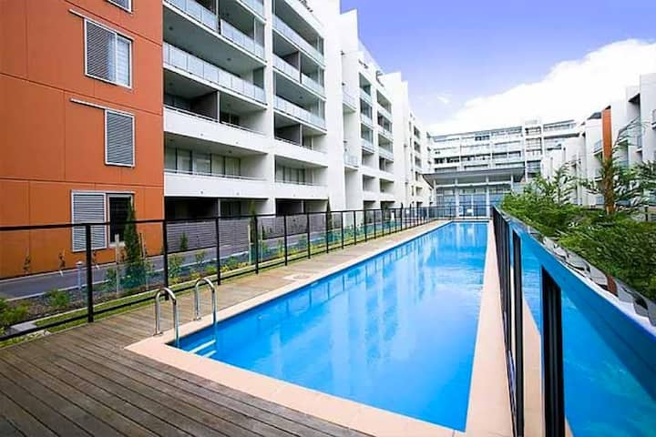 Central, chic one-bedder - close to everything!