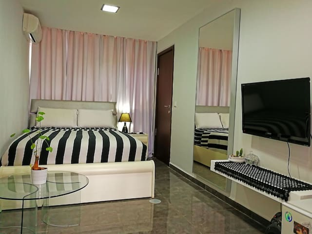 Private room, private Bathroom & Private shower. - Holon - House