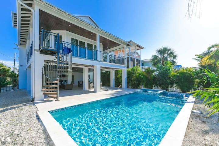Beautiful luxury home great for family vacay! Close to beach, awesome pool!
