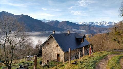 Gîte La Pauzette vue sur les Pyrénées ariégeoises