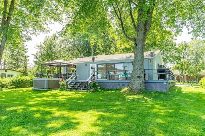 Luxury Modern Waterfront Cottage