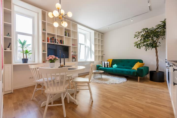 Refined, artistic apt in the heart of the city