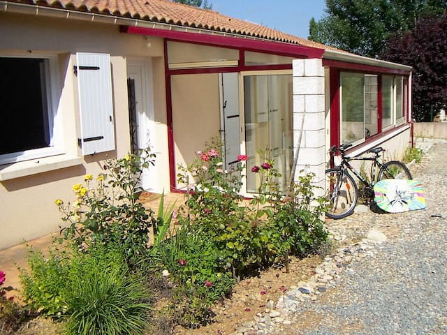 L'Emeraude: rural location,  11 miles from beaches - Martinet - Rumah