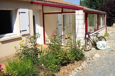L'Emeraude: rural location,  11 miles from beaches - Martinet - 独立屋