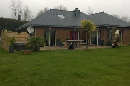 loue belle maison en bois avec jacuzzi - Plouégat-Guérand