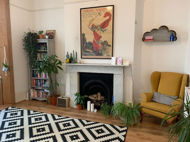 One bedroom flat in central Hove near the station
