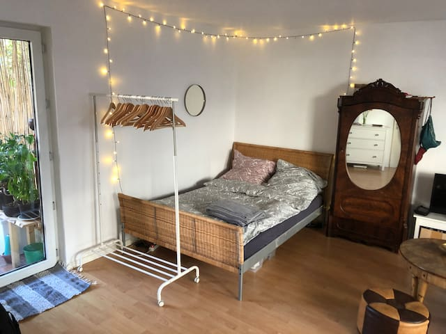 Private 1 room flat: near fair/centrally located