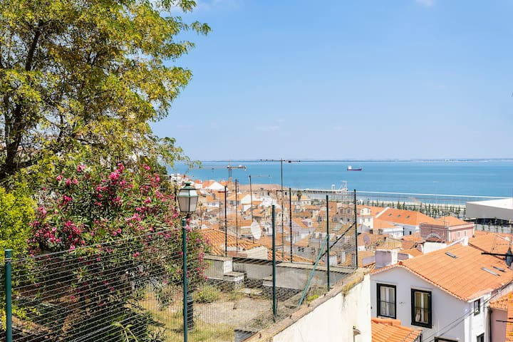 Cozy River View Alfama apartment