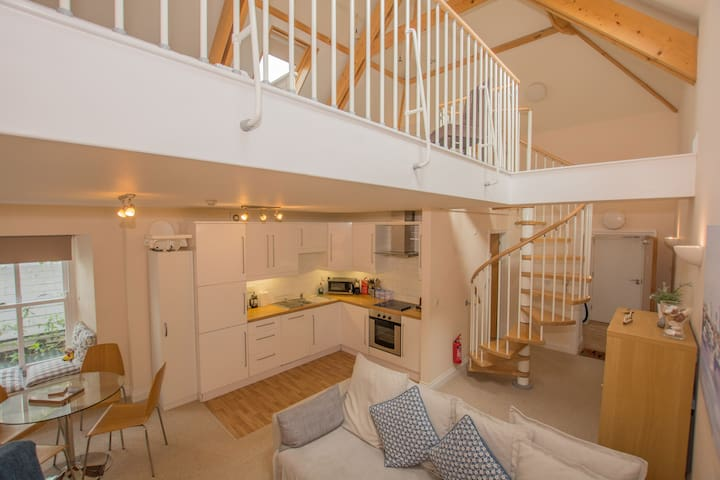 Central Tenby - Spacious Modern Holiday Home