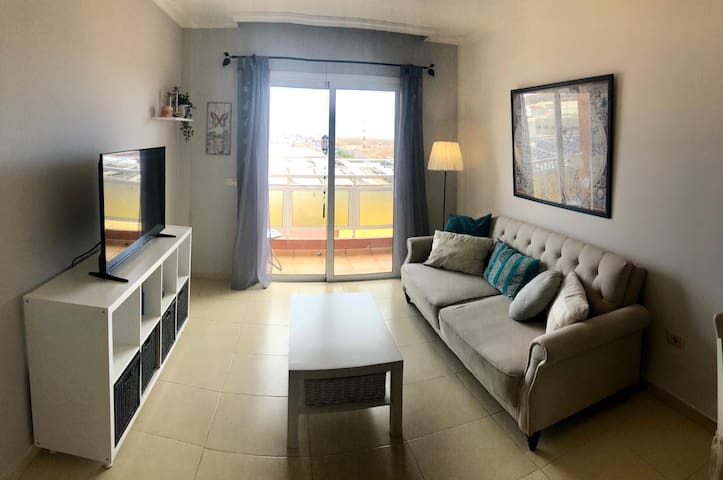 A nice apartment with a sea view in Las Chafiras