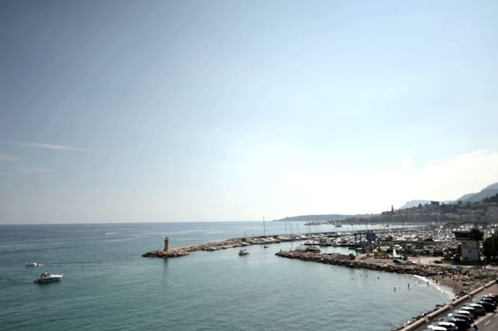 Agréable studio face à la mer