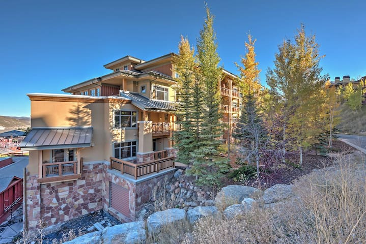 Lovely Ski-In/Ski-Out Sundial Studio w/ Hot tub!