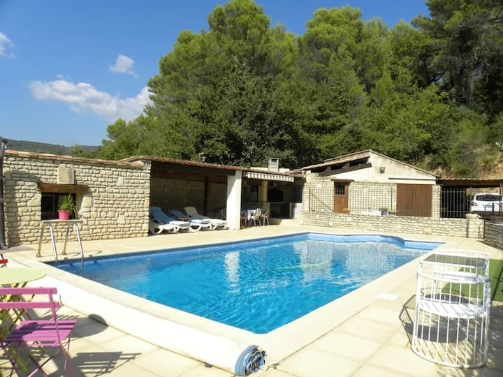 Villa with 3 bedrooms in Lioux, with wonderful mountain view, private pool, enclosed garden