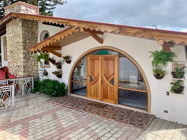 Beautiful Home in Peaceful Mountain