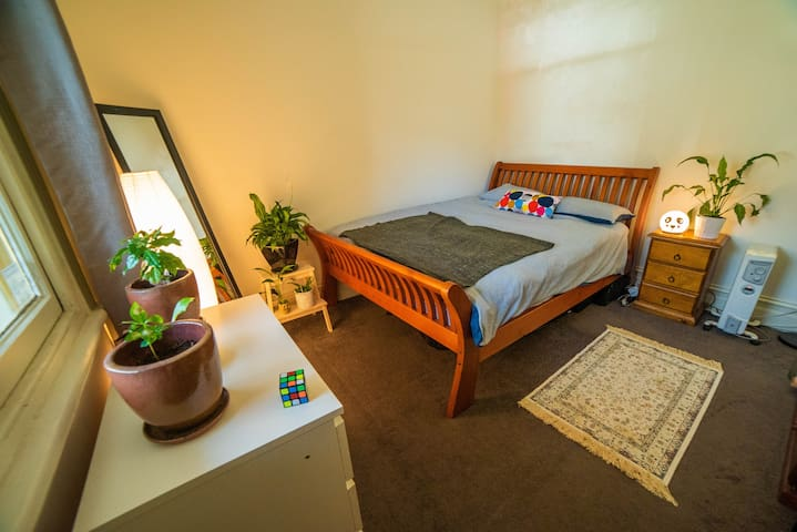 PRIVATE ROOM IN LOVELY QUIET HOME - BRUNSWICK