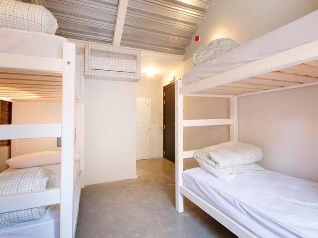 Habitación quíntuple con baño privado
