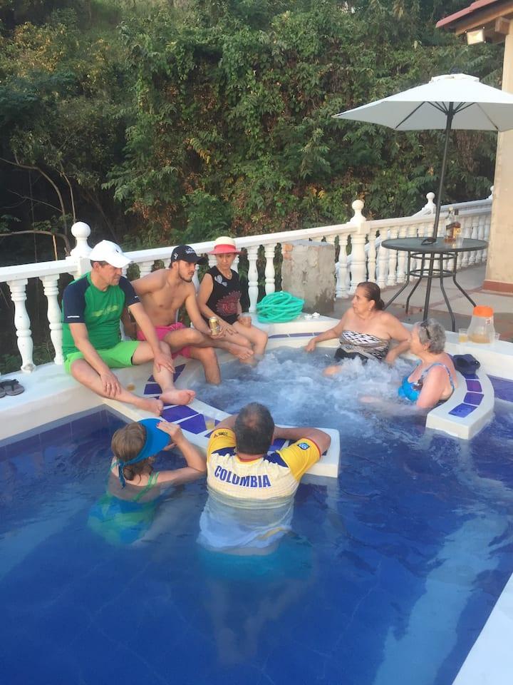 Casa campestre Girardot, con piscina y jacuzzi