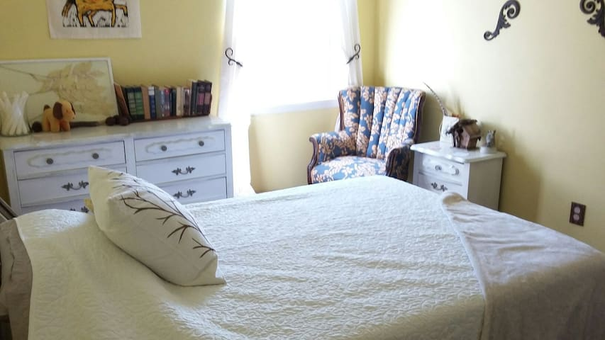 Relaxing Room near Parks and Trails - Murfreesboro - Casa